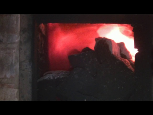 Проходная банная каменка (процесс разогрева камней и выгорания сажи)
