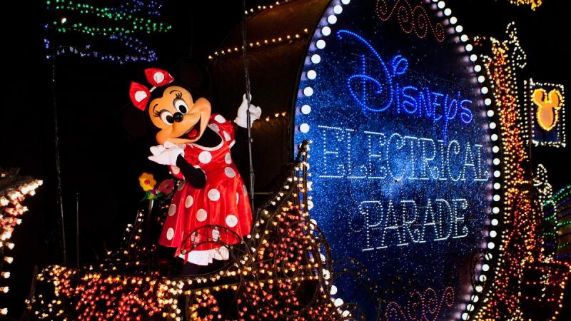 Электрический Парад главной улицы в Дисней Orlando США