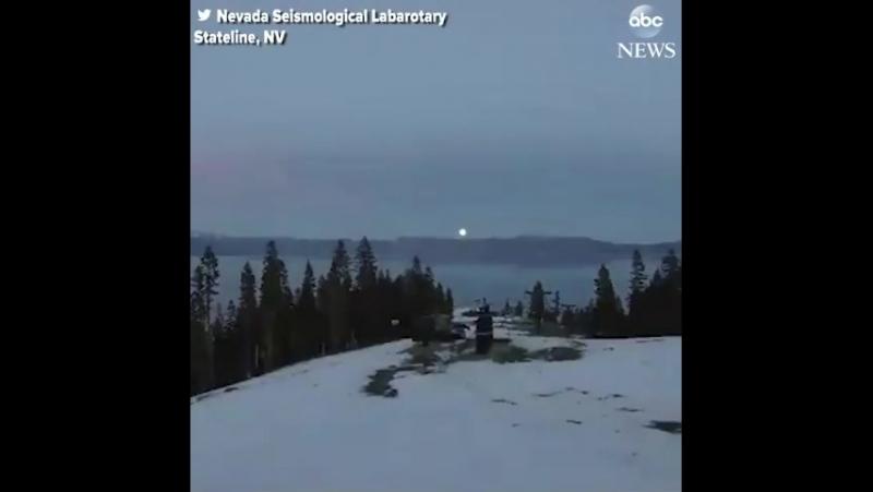 Впечатляющий timelapse восхода Супер Луны Волчья по небу в штате Невада