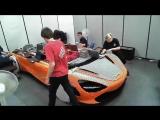 Как построить полноразмерную McLaren из LEGO