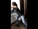 Сю танцует