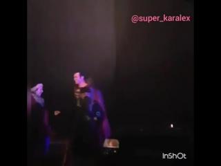 Мелисса и Тайлер на съемочной площадке финальной серии 2 сезона « Supergirl ».