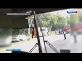 Пассажирский автобус врезался в столб и вылетел в кювет