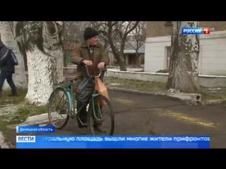В Донбассе в поселок у линии фронта прибыл конвой с топливом - Россия 24
