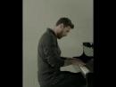 Лео Месси играет гимн Лиги Чемпионов