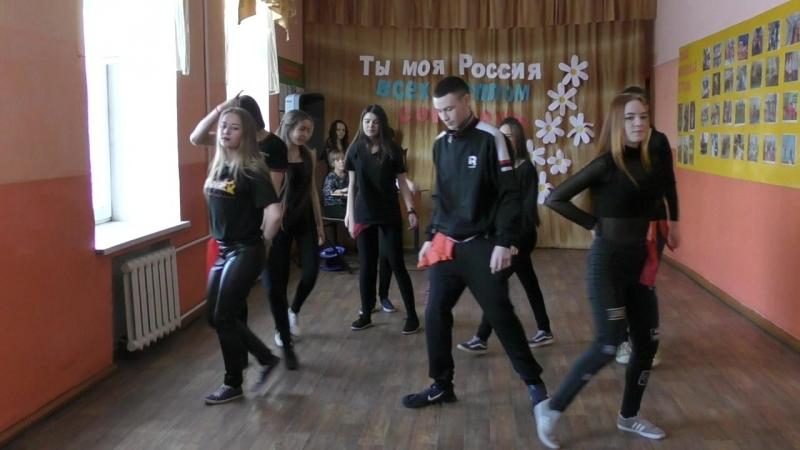Танец в исполнении 11-го класса МОУ СОШ №82