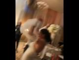 Виктория Берникова поймала букет невесты на свадьбе Саши Артемовой и Жени Кузина ?