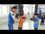 Тренировка по боксу для детей. Отработка ударов в парах