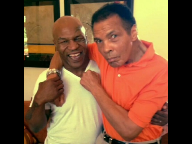 Boxing Royalty on Instagram AMAZING MOMENT BETWEEN Muhammad Ali and Mike Tyson 💯🙏 Follow us @boxingroyalty 👑👑👑👑👑👑👑👑👑 boxing boxeo boxen ali