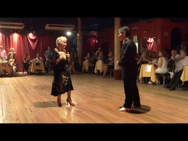 Blanquita, una leyenda del tango en Buenos Aires, festeja sus 93 años bailando milonga en Sueño Porteño
