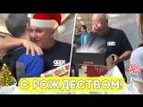 Школьники поздравили дворника с Рождеством!