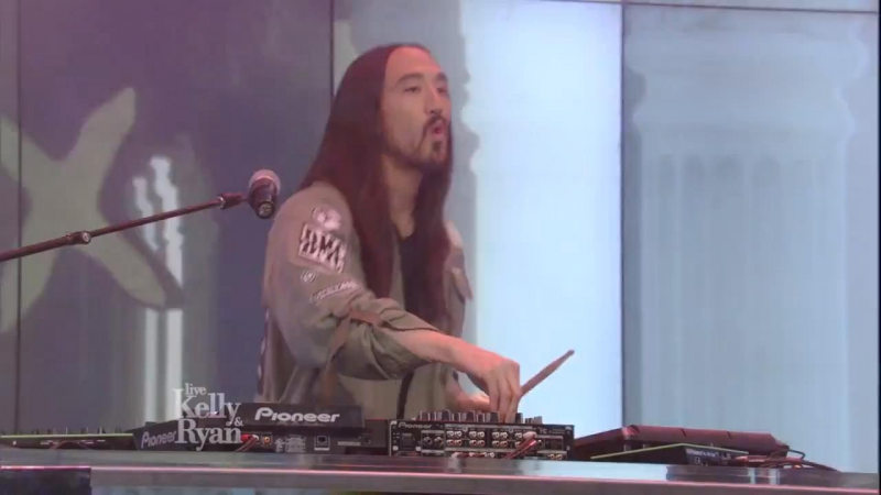 Steve Aoki Bad Royale featuring Mase -