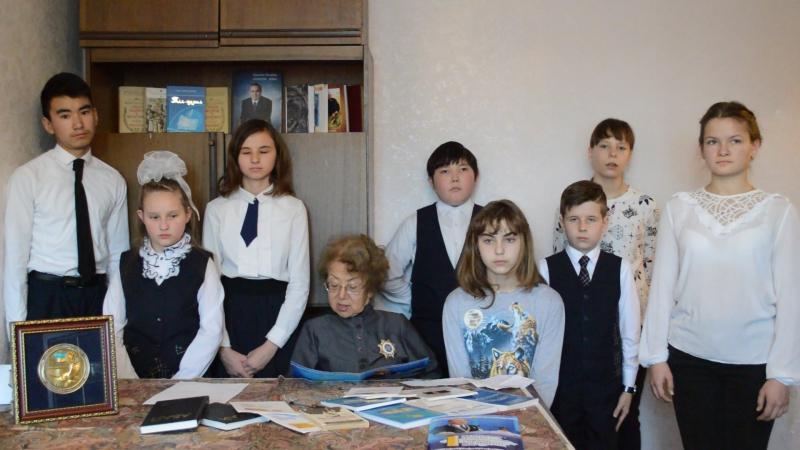 СКО «Асыл-Ана» Теңдік Сарсекеева и дети поздравляют с Днем Первого Президента
