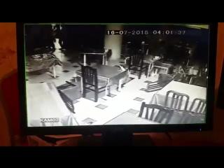 Драка в клубе охранник тигр!