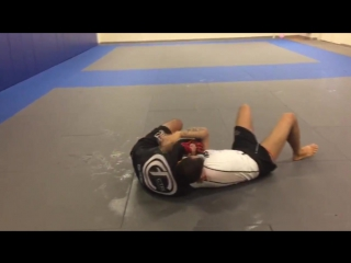 Marcio André shares No-Gi guard pass and arm triangle choke