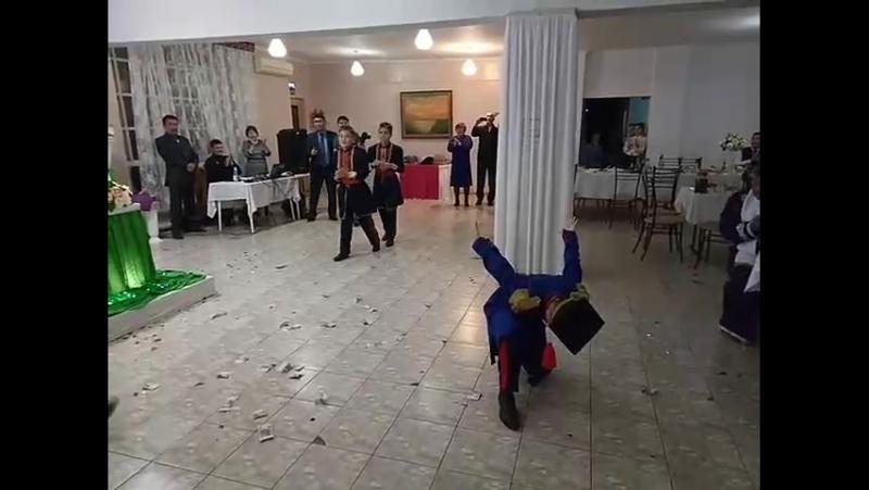 Наши мальчишки отжигают на свадьбе своего учителя!