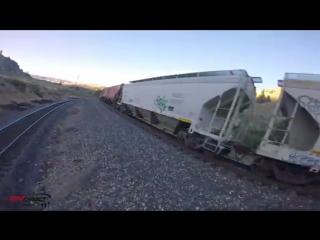Полет года. Умопомрачительные трюки дрона над движущимся грузовым поездом