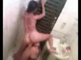 Flagra da novinha chupando a buceta da amiga no banheiro Vid