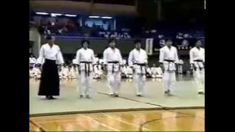 Превосходная демонстрация техник Айкидо Такено Сенсеем Excellent aikido demo by Takeno Sensey