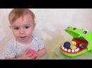 De KROKODIL eet gekleurde play doh bolletjes op Play doh fun met Paw Patrol Hulk Teletubbies