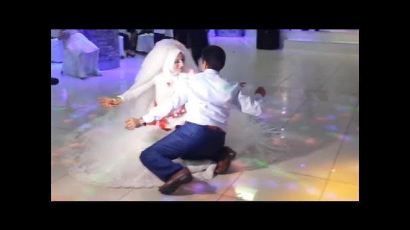 Düğünde Babasıyla Kaval Havası Oynayan Gelin Hayran Bıraktı
