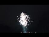 Взрываем петарды в новый год.)