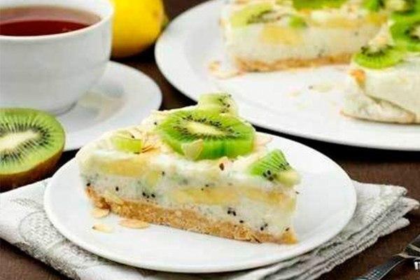 йогуртовый торт шедевр ингредиенты: -сливочное масло — 70 грамм -печенье — 200 грамм -киви — 5 штук -бананы — 2 штуки -йогурт — 500 миллилитров -сахар — 70 грамм -лимонный сок — 1 ст. ложка