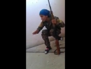 Девушка снайпер из Сирии избежала шальной пули и рассмеялась в лицо смерти