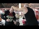 Боец MMA против здорового качка