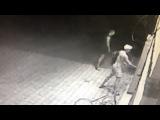 Вандалы в Мариуполе пытались сломать английскую будку в школе
