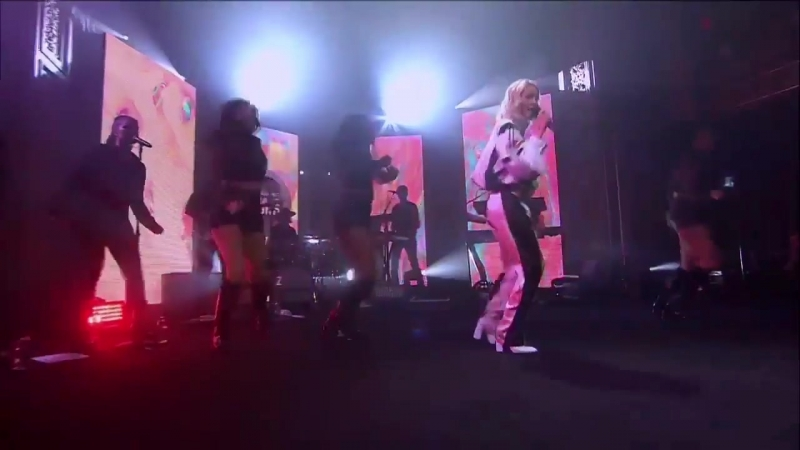 """Zara Larsson """"Sundown"""" LIVE at Volkswagen Garage Sound Concert 2018"""