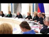 Путин предложил продлить действие маткапитала и платить семьям за рождение первенца.