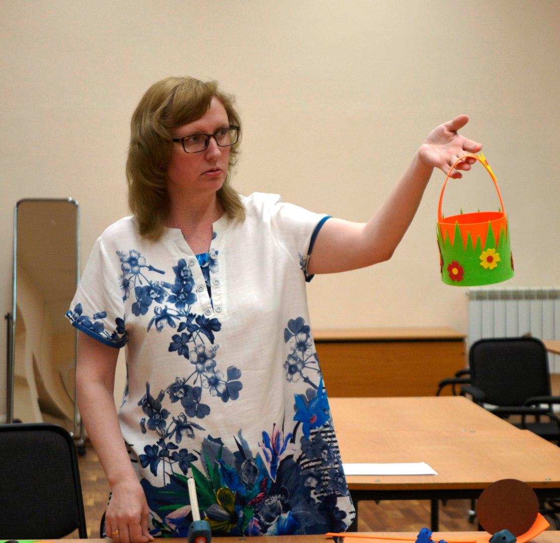 мастер-класс в колледже №24 - корзинки из фоамирана - ведёт Зеленкина Лариса Ивановна
