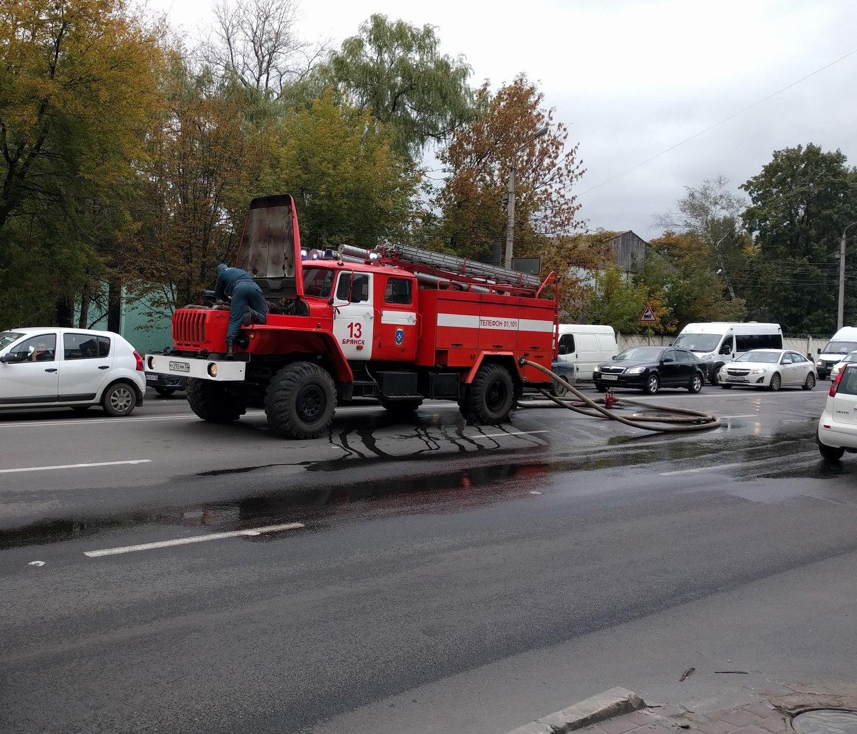 Пожар наскладе вБрянске попал вобъектив камеры