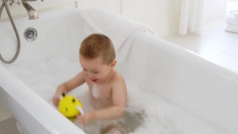 Игрушка для ванной Пчела с фонтаном Skip Hop. Классная игрушка для купания