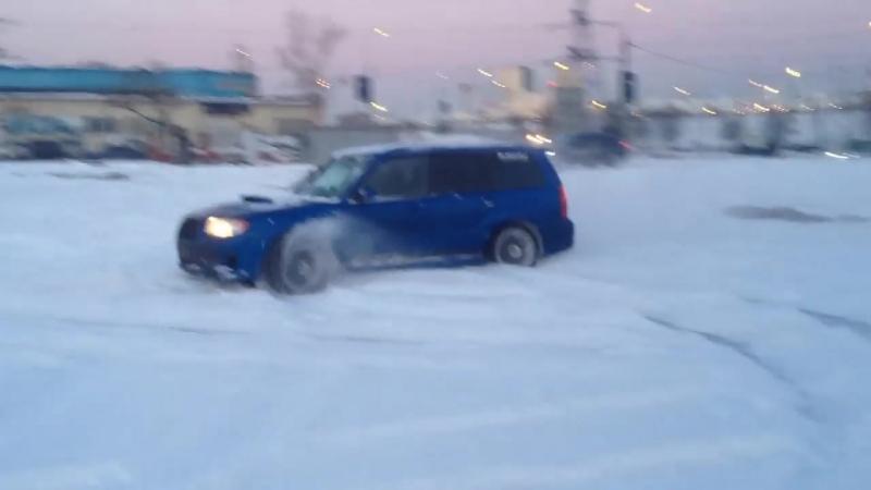 Subaru Forester Sti перед тем как детишек в садик отвезти )