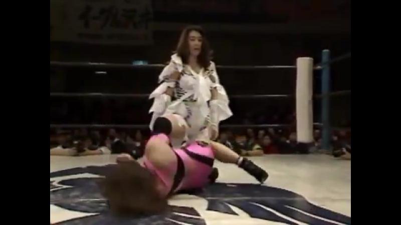 4. Noriyo Tateno, Michiko Omukai vs. Yasha Kurenai, Sayuri Okino