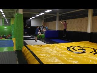тренировка старшей группы по акробатике в ПРО ЗОНЕ ФЛАЙ