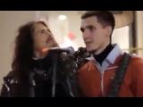 Aerosmith Стивен Тайлер поет с уличным музыкантом в Москве360px