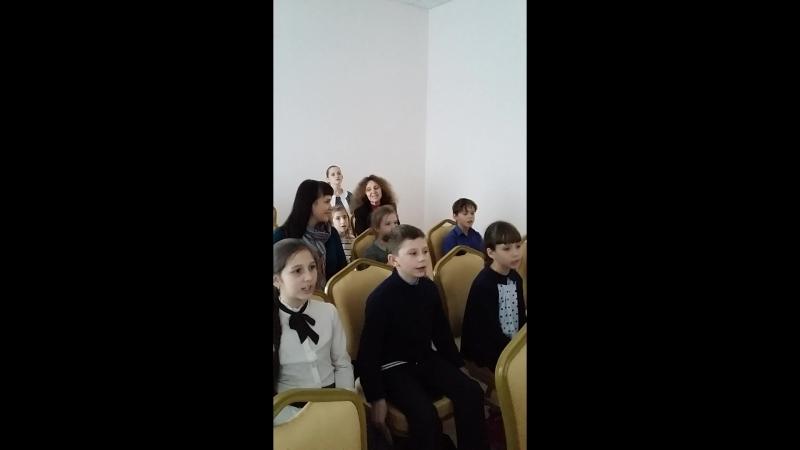 спявае ансамбль Вясёлка