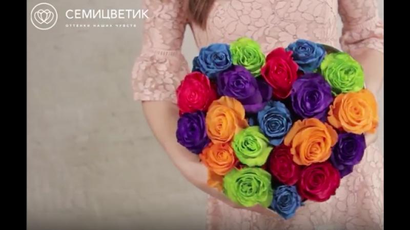 Разноцветные розочки в шляпной коробке