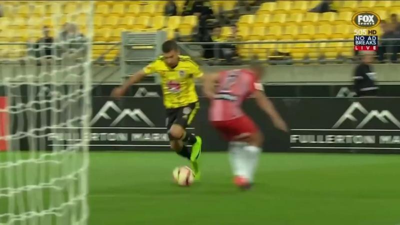 Коста Барбарусес (экс-игрок «Алании») демонстрирует свою технику