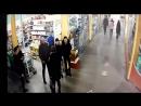 Как не пускают покупателей в магазины в ТЦ Версаль №4
