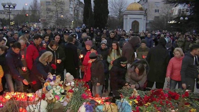 «Простите нас, дети» и«Кемерово, мыстобой»— главные слова дня траура попогибшим впожаре вКемерове