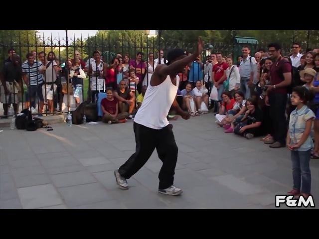 НЕГР КРУТО ТАНЦУЕТ ► Уличный Танцор, Париж Франция