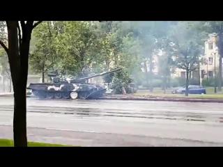 Форсаж 9: Минский Дрифт! Танк сносит столб в центре Минска.