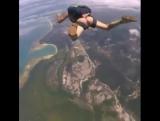 Ветер свистит,шум падения и ничего лишнего ,прыгнуть с парашютом в 5 утра Это великолепно!,