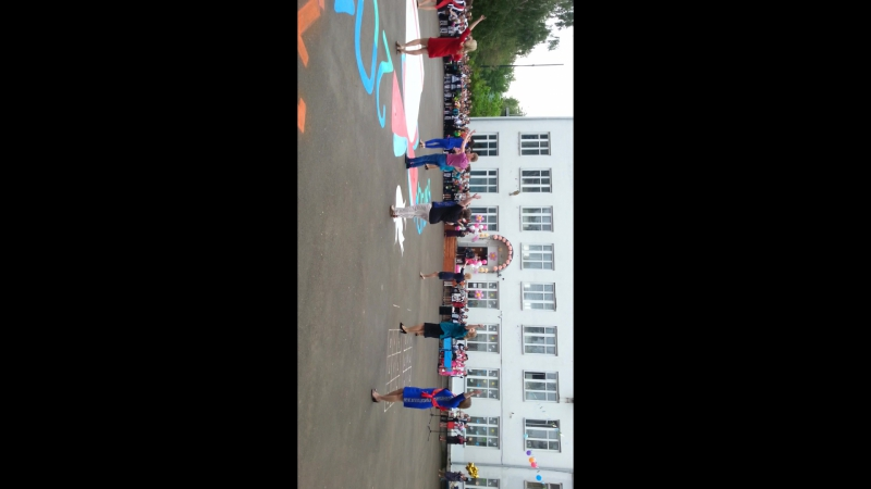 танец учителей на последний звонок