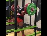 Эрик Лилибридж приседает 400 кг в Бинтах с собственным весом 135 кг!