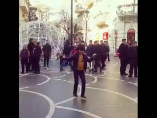 Азербайджанец удивил всех лезгинкой 2018   азербайджан , azerbaijan , azerbaycan , баку, baku , baki , карабах 2018